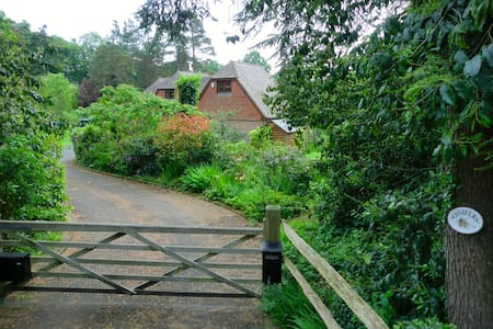 Detached annexe, country views and private garden. - Beckley - Bed & Breakfast