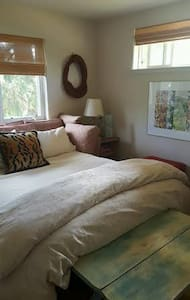 Beautiful guest room one block from Sonoma Square - Sonoma - Casa