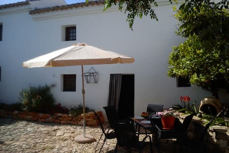 Tipycal lovely Andalucia farmhouse - Hus