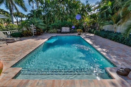 Great Topical Retreat with Private Pool - Lake Worth