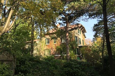 Chambre indépendante villa 1900 - tunnel Fourvière - Lyon - Villa