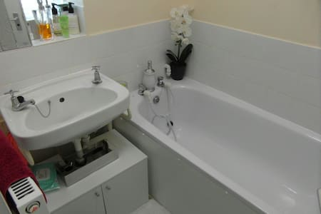 high class room in central london - London - Other