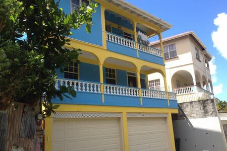 Spacious airy apartment. - Soufriere - House