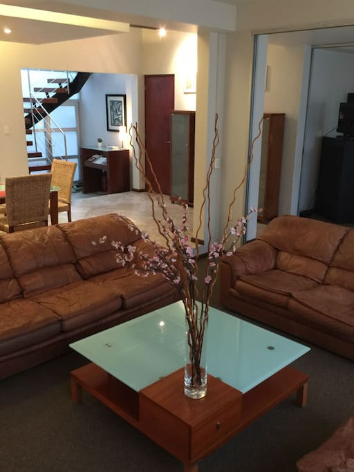 4-BR HOUSE 4 UP TO 10 *SUMMER SPECIAL* UNTIL AUG31
