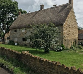 Castle Farmhouse Cottage Postcode: BA22 7HA - South Cadbury, Yeovil - Huis