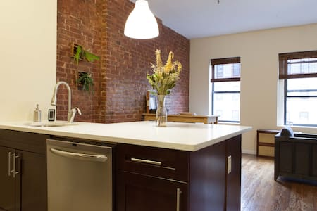 Trendy Bright Manhattan Apt! - Pis