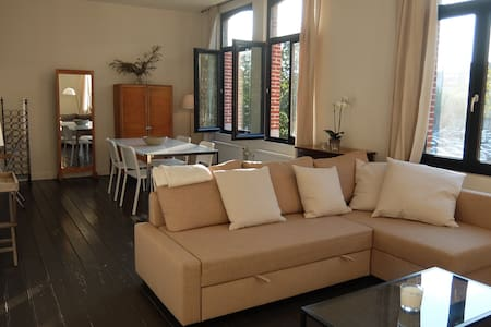 Sunny apartment at the SOUTH (free parking square) - Antwerpen