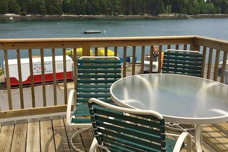 Water front suite on Quahog Bay, great ocean views - Harpswell - Bed & Breakfast