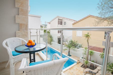 Double Room with Sunny Balcony - Apartamento