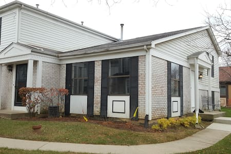 Gorgeous 3 BR Townhouse near Chicago! - Palatine - Stadswoning