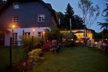Away & Home Gäste- & Messezimmer