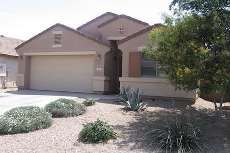 Gorgeous, Spacious San Tan Valley Vacation Home - Bungalow