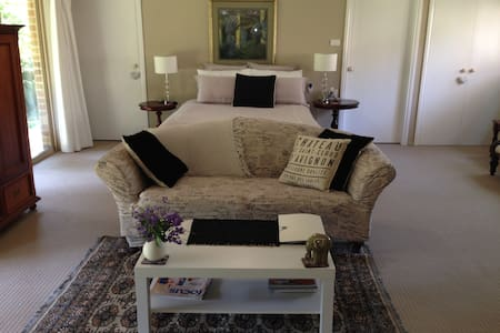 """Qualified """"Super Host"""" Seperate luxury apartment with kitchen is uniquely positioned.   On a  lagoon. Amazing tranquility and birdlife.  Cool Room. Ocean glimpses -get  the benefits of ocean sounds and breezes. Foxtel and limited Wifi. Ceiling fan."""