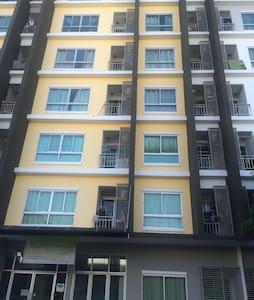 Condo for cheap on sukhumvit soi113 - Apartmen