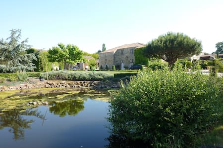 2 chambres d'hotes dans logis 15e siecle - Bed & Breakfast