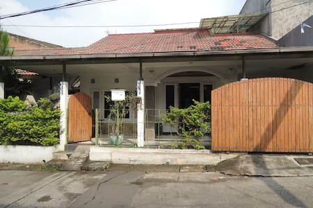 pondok mutiara guest house - Guesthouse