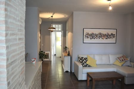 Bright sunny room to rent in Russafa - València - Apartemen