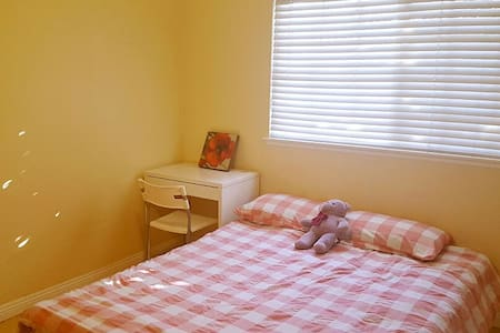 Cozy room  with parking lot  雅房有停车位 - Rowland heights  - Σπίτι