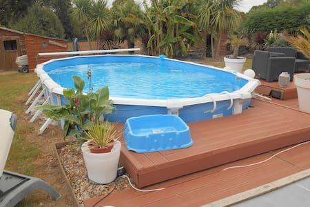 Agréable maison avec piscine - Ev