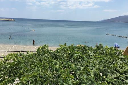 Rare Beachfront GEM w/ never-ending full sea view - Apartment