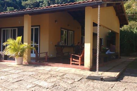 Casa no condomínio Village Itaipava, 3km do Centro - Hus