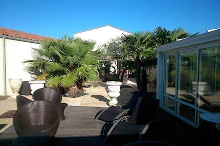 villa  avec piscine couverte - Dompierre-sur-Mer