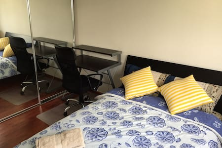 Luxury room+Own Bathroom+NBN wifi - Townhouse