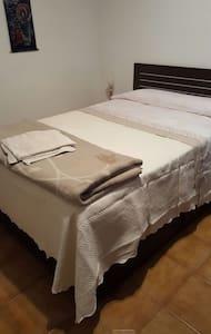 Habitación matrimonio  amplia - Logroño - Apartment