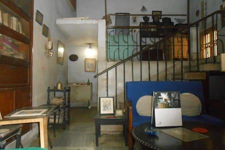 Something heritage about this room! - Kolkata - Apartment