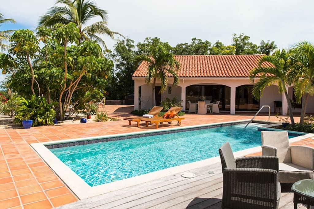 Top Of The Hill Guest House Houses For Rent In Providenciales
