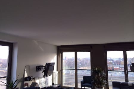 12 min from Amsterdam station - Apartment