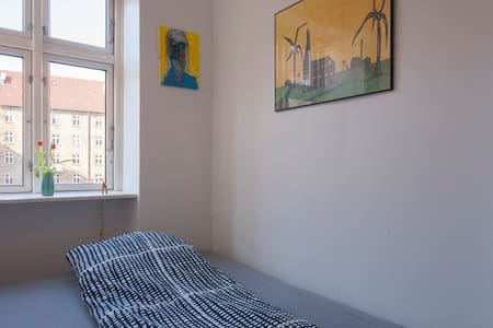 Room with small privat bathroom - Appartement