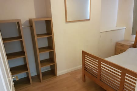 Double room, great Old Town Swindon Location - Swindon