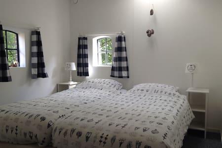 Net appartement,centraal aan de brink van het dorp - Daire