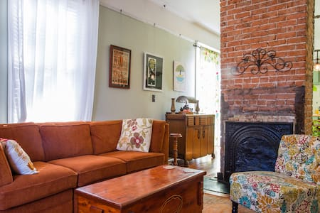 Historic 2BD/1 BA in Cabbagetown