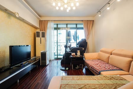 Jimmy's cozy room@ Changning District(长宁区娄山关路999弄) - Wohnung