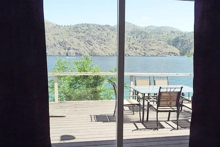 Pet Friendly Outdoor Living with Deck and Dock - Chelan