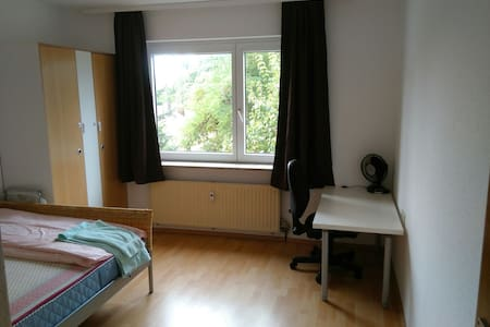 A beautiful furnished spacious double room - Sindelfingen - Pis