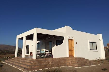 Casa estilo Mediterráneo, 140 mt2. - Ház
