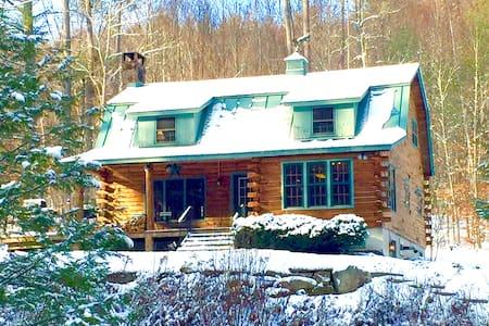 Comfortable Vermont Getaway Updated & Pet-Friendly - Kisház