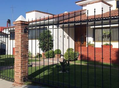 Ideal room for visiting scholars in Villas - Villas de Irapuato - Dům