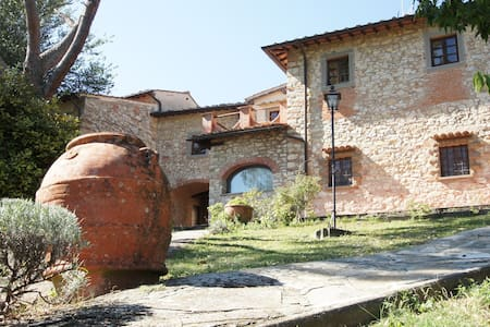 Tuscan farmhouse with swimming pool - The pines - Rignano Sull'Arno - Lejlighed