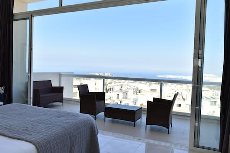Luxury Maltese Penthouse with Breathtaking views. - Mellieha - Apartament