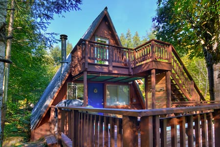 ALPINE A-FRAME: 15 mins to Stevens! Tons of Charm! - Cottage