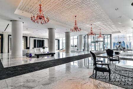LUXURY LIVING BY THE WATER! - Toronto - Appartement en résidence