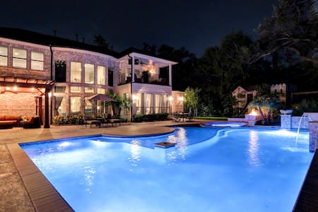 Gorgeous Home with Heated Pool for Super Bowl! - Ház