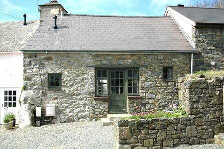 The Stable Cottage, Llanddinog, Solva - Casa