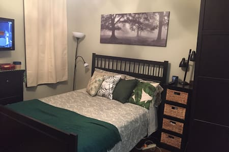 Newly renovated, sunny room with a private bath - Brooklyn - Apartamento