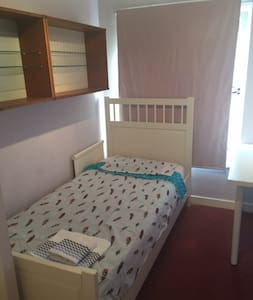 Single Room in Very Nice House - Guesthouse
