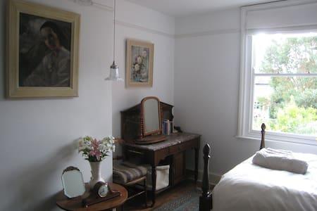 Luxury bed & breakfast, large room in Stretford - House